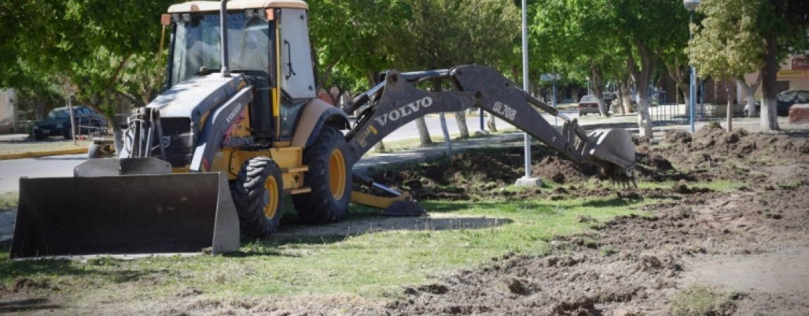 Comenzaron los trabajos de remodelación y recuperación en la plaza del Barrio Municipal en Carpintería